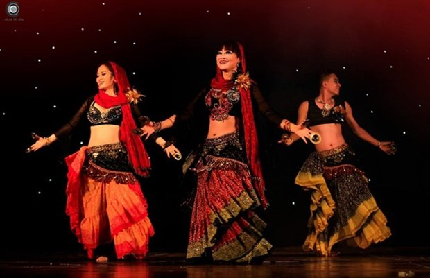 Provincia de Ninh Binh acoge Festival Internacional de danza del vientre Ahlan hinh anh 1