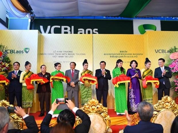 Inauguran en Laos primera filial del banco vietnamita Vietcombank hinh anh 1