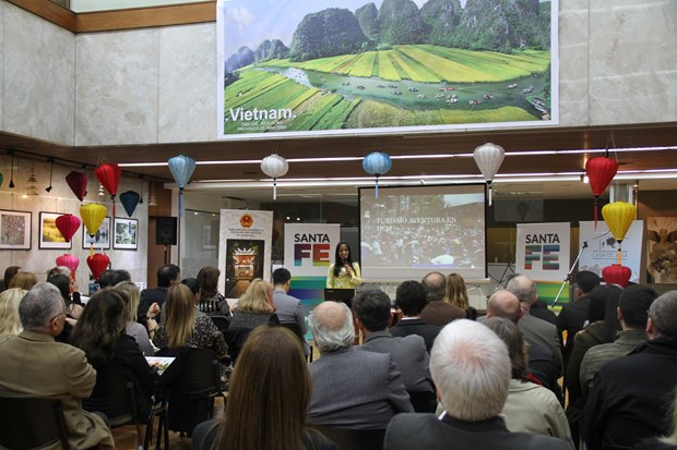Efectuan Semana de Cultura y Turismo de Vietnam en Argentina hinh anh 2