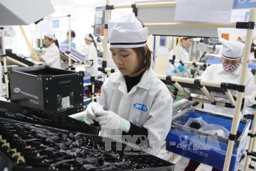 Reportan leve aumento exportaciones de telefonos y componentes de Vietnam en tercer trimestre hinh anh 1