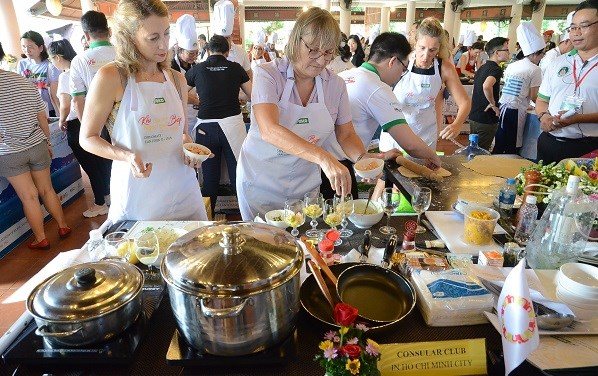 Efectuan concurso gastronomico para diplomaticos extranjeros en Vietnam hinh anh 2