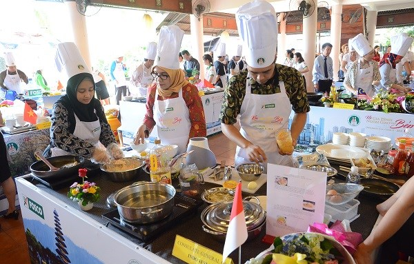 Efectuan concurso gastronomico para diplomaticos extranjeros en Vietnam hinh anh 1