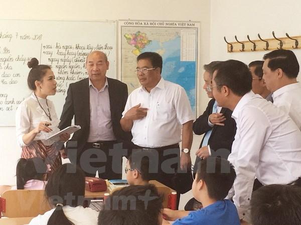 Estimulan el espiritu de aprendizaje de comunidad vietnamita en Republica Checa hinh anh 1