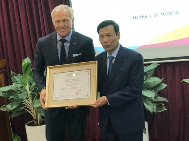 Legendario golfista Greg Norman se convierte en embajador turistico de Vietnam hinh anh 1