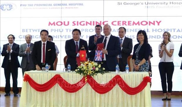 Hospitales de Vietnam y Reino Unido cooperan en tratamiento de accidente cerebrovascular hinh anh 1