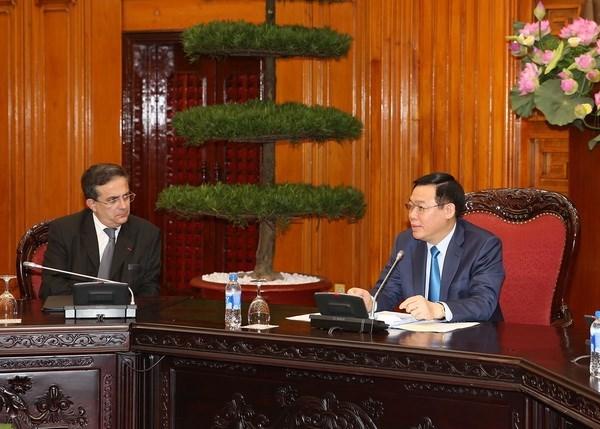 Empresas franceses desean cooperar con socios vietnamitas en distintas esferas hinh anh 1