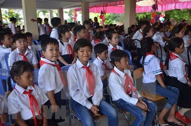 Inauguran nuevo ano academico en escuela primaria para vietnamitas residentes en Camboya hinh anh 1