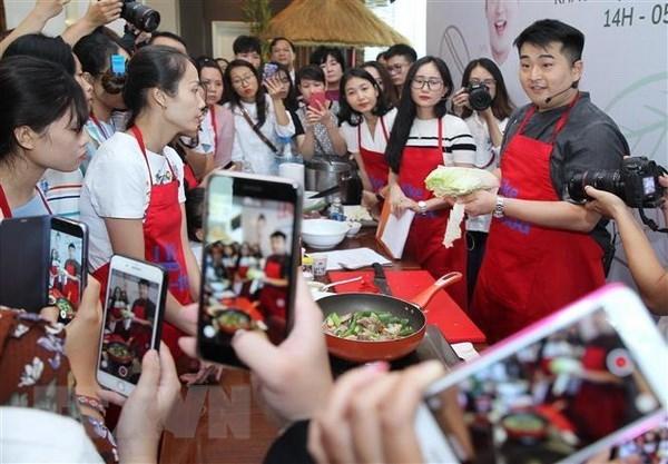 Famoso chef surcoreano presenta culinaria en Vietnam hinh anh 1