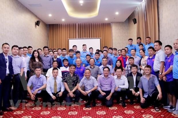 AFF Suzuki Cup: embajador vietnamita en Laos motiva a equipo nacional de futbol antes de primer partido hinh anh 1