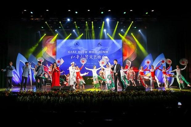 Concurso de canto promueve lazos de amistad Vietnam-China hinh anh 1