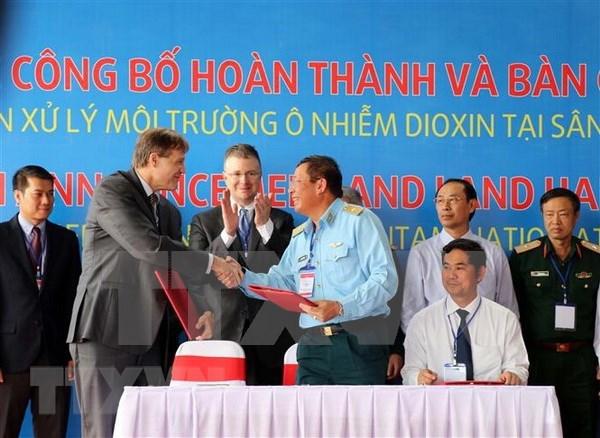 Completan desintoxicacion de area contaminada por dioxina en aeropuerto vietnamita hinh anh 1