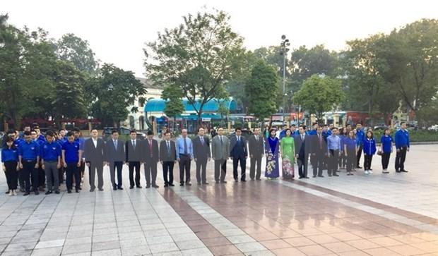 Rinden homenaje a Lenin en Hanoi en ocasion de 101 aniversario de Revolucion de Octubre hinh anh 1