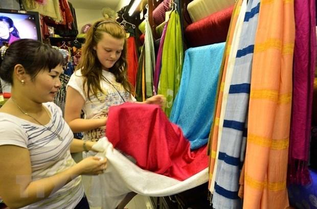 Festival promueve productos artesanales de seda de Vietnam hinh anh 1