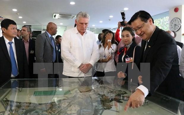 Presidente de Cuba visita el Parque de Alta Tecnologia en Ciudad Ho Chi Minh hinh anh 1