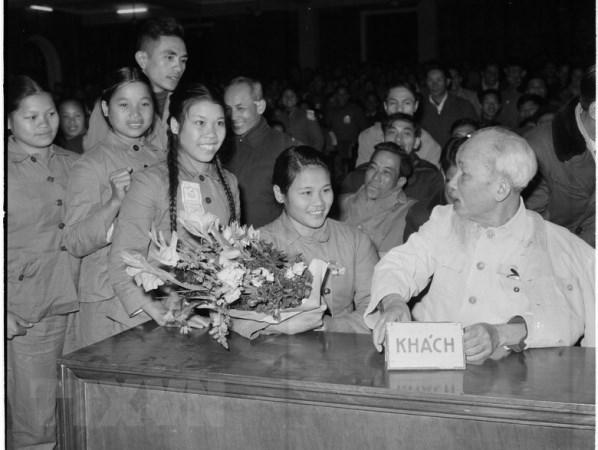 Militantes tienen el deber de ser ejemplo en el seguimiento de los ideales del Partido Comunista de Vietnam hinh anh 1