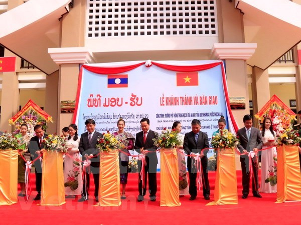 Inauguran en Laos escuela construida con ayuda de maximo dirigente de Vietnam hinh anh 1