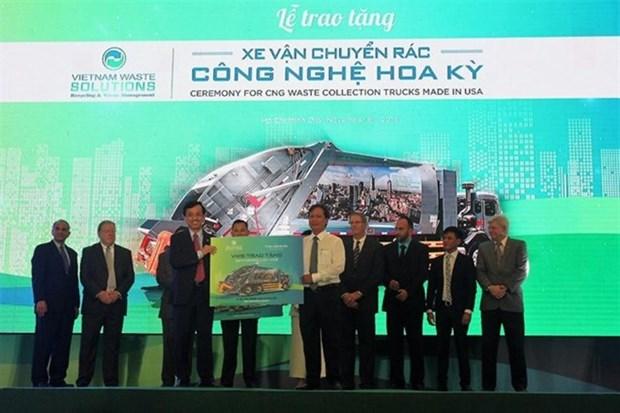 Empresa vietnamita entrega camiones recolectores de basura ecologicos a localidades surenas hinh anh 1