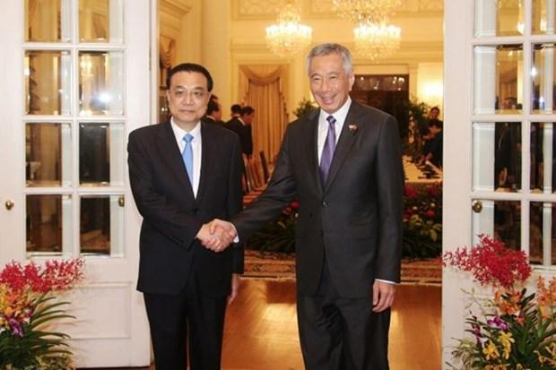 Primeros ministros de Singapur y China abogan por impulsar conectividad regional hinh anh 1
