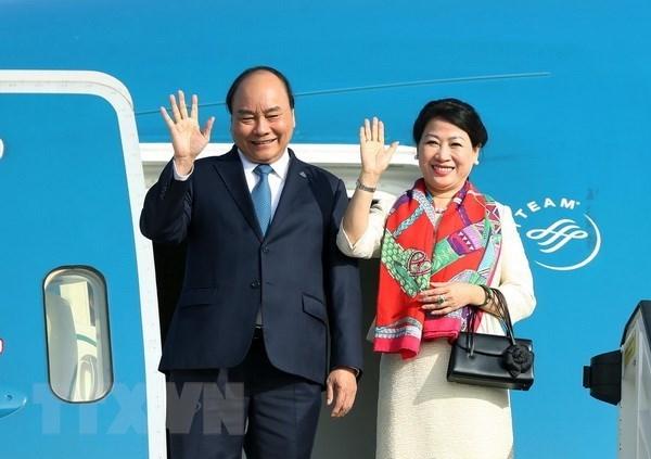 Premier vietnamita parte hacia Singapur para la Cumbre de ASEAN hinh anh 1