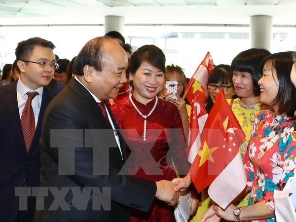 Premier vietnamita inaugura semana de productos vietnamitas en Singapur hinh anh 1