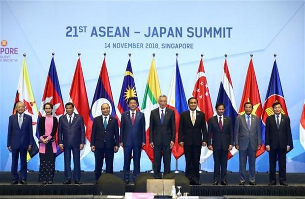 Premier de Vietnam asiste a cumbres ASEAN-Japon y ASEAN- Corea del Sur hinh anh 1