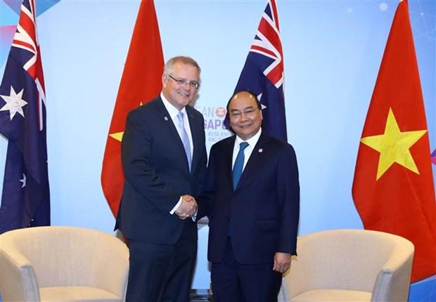Premier de Vietnam sostiene en Singapur encuentros bilaterales con dirigentes mundiales hinh anh 1