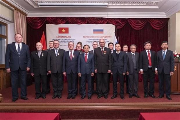 Vietnam otorga Orden y Medalla de Amistad a funcionarios de Rusia hinh anh 1