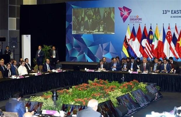 Premier de Vietnam insta a paises de Asia Oriental a fortalecer conectividad hinh anh 1