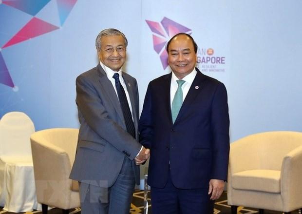 Premier de Vietnam se entrevista con dirigentes de Brunei y Malasia al margen de Cumbre ASEAN hinh anh 1