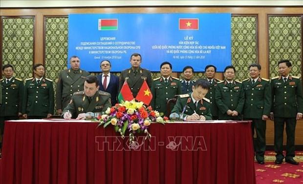 Vietnam y Belarus firman acuerdo de cooperacion en ciencia militar hinh anh 1