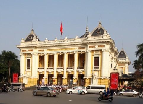 Turistas buscan los secretos de Hanoi hinh anh 2
