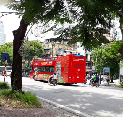 Turistas buscan los secretos de Hanoi hinh anh 4