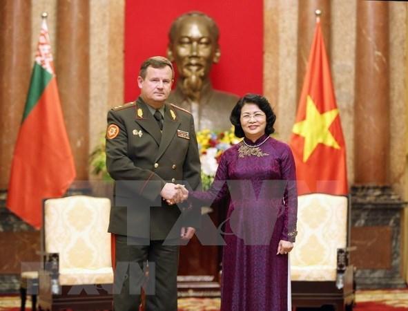 Vicepresidenta de Vietnam muestra respaldo a cooperacion militar con Belarus hinh anh 1