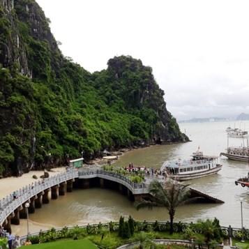 Turistas buscan los secretos de Hanoi hinh anh 5