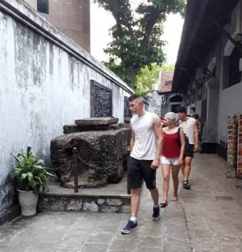 Turistas buscan los secretos de Hanoi hinh anh 1