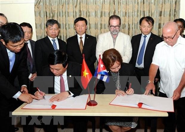 Clausuran seminario cientifico entre partidos vietnamita y cubano hinh anh 1