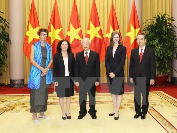 Maximo dirigente de Vietnam recibe a nuevos embajadores acreditados en el pais hinh anh 1