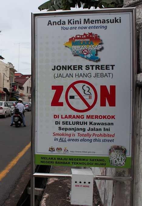 Malasia prohibe fumar en los puntos de venta de comida hinh anh 1