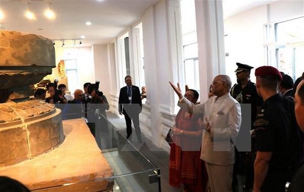 Presidente indio visita Museo de escultura Cham y Santuario My Son hinh anh 1