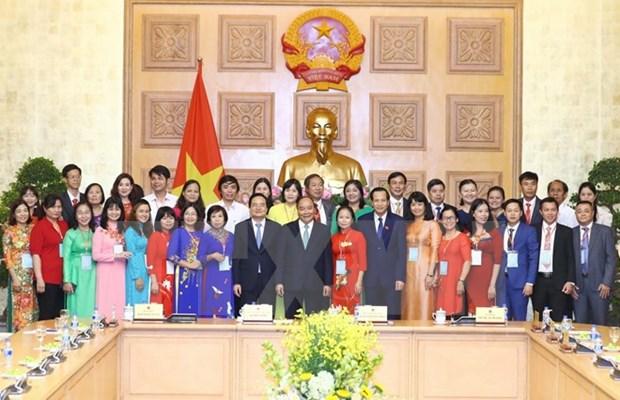 Premier de Vietnam dialoga con pedagogos destacados en Dia nacional del Maestro hinh anh 1