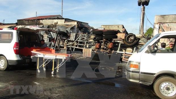 Explosion de camion cisterna deja seis muertos en Vietnam hinh anh 1