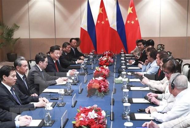 China y Filipinas acuerdan fortalecer intercambios legislativos hinh anh 1