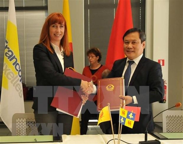 Vietnam firma varios acuerdos de cooperacion con region Valona de Belgica hinh anh 1
