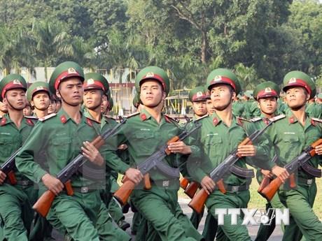 Oficiales jovenes vietnamitas y camboyanos enriquecen solidaridad bilateral hinh anh 1