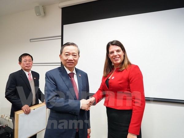Vietnam impulsa relaciones con el Reino Unido en garantia de seguridad hinh anh 1