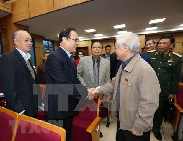 Maximo dirigente partidista y estatal de Vietnam dialoga con votantes de Hanoi hinh anh 1