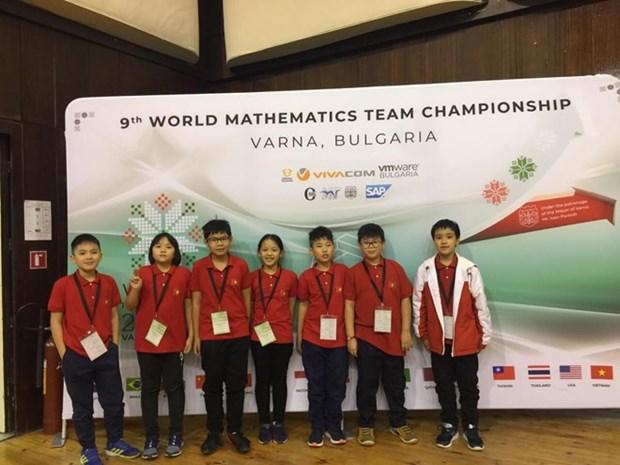 Escolares vietnamitas cosechan medallas de oro en Campeonato Internacional de Matematica hinh anh 1