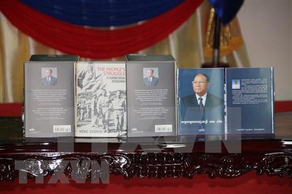 Presentan libro de memorias de dirigente legislativo camboyano sobre regimen de Pol Pot hinh anh 1