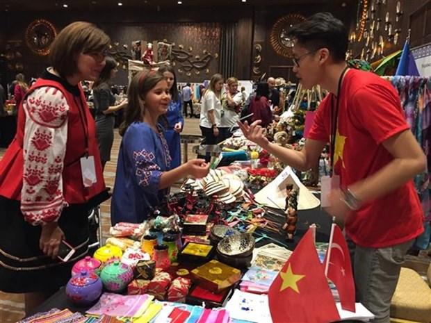 Presentan productos tipicos de Vietnam en feria caritativa en Turquia hinh anh 1
