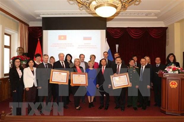 Tres universidades rusas reciben Orden de Amistad de Vietnam hinh anh 1